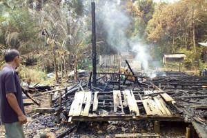 Dua Rumah di Mentawa Baru Ketapang Terbakar