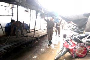 Diduga Adanya Pungli, Tim Bongkar Paksa Lapak Liar di Pasar Temenggung Djaya Karti