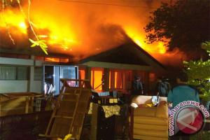 Seorang Dosen UPR Nyaris Terpanggang, Akibat Kebakaran di Jalan Yos Sudarso