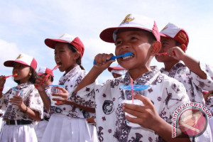 1.300 Siswa SD Palangka Raya Ikuti Sikat Gigi Massal