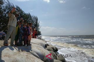 Masyarakat berharap abrasi Pantai Ujung Pandaran ditangani tuntas