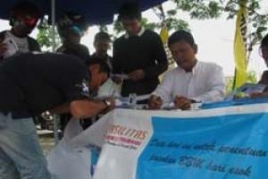 Warga Padati Gerai Pendaftaran Kartu Fasilitas BBM