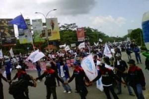 Ribuan Buruh Bergerak dari Muka Kuning