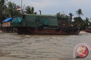 Syahbandar Karimun Periksa Kapal Eks Singapura