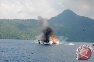 TNI AL Tenggelamkan Lima Kapal Asing di Natuna