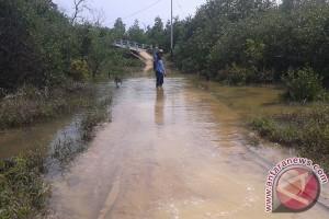Jalan Pemukiman KAT Kelumu Terendam Air