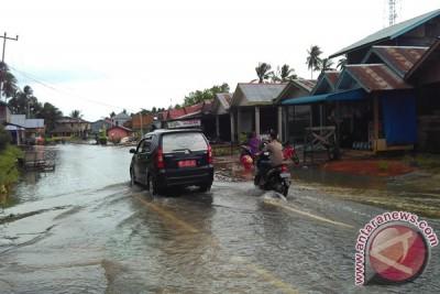 Jalan Protokol Daik Lingga Tergenang Air