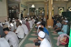 Ribuan Muslim Batam Laksanakan Shalat Gerhana