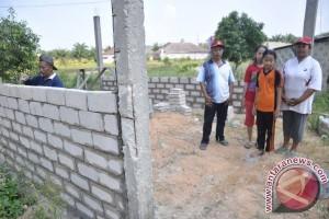 LMB Karimun Bantu Rehabilitasi Rumah Warga