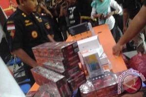 Petugas Bea Cukai Tembak Kapal Rokok Ilegal