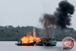 Kapolda Kepri Pimpin Peledakan Lima Kapal Asing