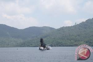 Enam Kapal Ikan Asing Diledakkan Di Perairan Natuna