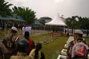 Mendagri Pimpin Upacara Penghormatan Terakhir Gubernur Kepri