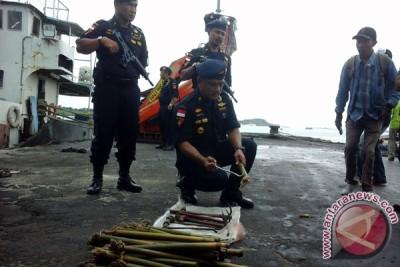 Kapal Patroli BC Kepri Dilempari Bom Molotov