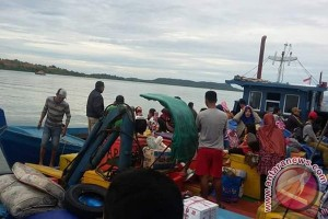 Warga Tambelan Terpaksa Mudik Pakai Kapal Ikan