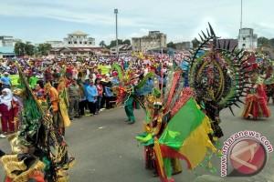 Ribuan Masyarakat Dabosingkep Meriahkan Karnaval HUT RI