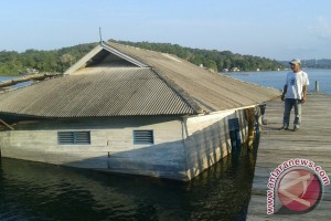 Kantor Pelabuhan Perikanan Desa Penuba Ambruk