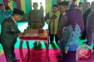 8 Pejabat Lingga Dilantik di Istana Damnah