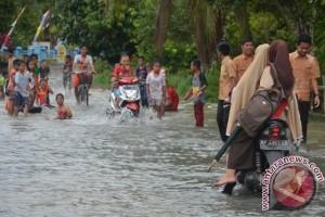 12 Jam Diguyur Hujan Daik Lingga Kebanjiran