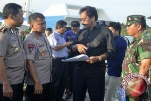 Gubernur Ajak Nelayan Senayang Bantu Evakuasi