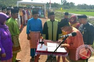Bupati Lingga Lantik 458 Pejabat di Sawah