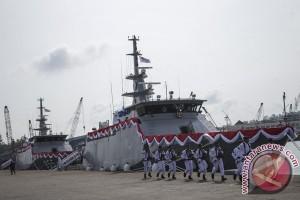 Tiga Ikan Diabadikan di Kapal Patroli TNI-AL
