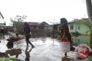 Banjir Rob Landa Pemukiman Warga Serasan