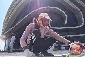 Belum Setahun Lantai Gedung Gonggong Rusak