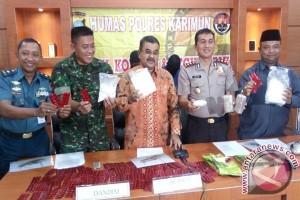 Polres Karimun Tangkap Kapal Bawa Sabu 2,65 Kilogram