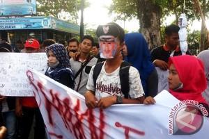Bupati Natuna Didemo Mahasiswa di Tanjungpinang