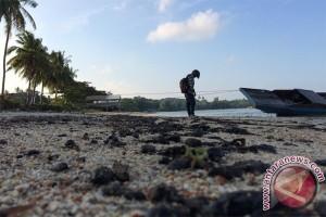 Limbah Minyak Cemari Pesisir Pantai Bintan