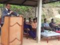 Anggota DPRD dapil Kundur, Suharsono menyampaikan sambutan saat menggelar pertemuan dengan warga. (foto: Setwan DPRD Karimun)