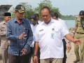 Anggota DPRD Dapil Moro-Durai, Samsul didampingi Camat Durai Agung saat meninjau pelabuhan. (foto: Setwan DPRD Karimun)