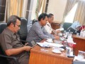 Sejumlah anggota DPRD Karimun lintas-komisi, yaitu Komisi 1, 2 dan 3 mengikuti rapat yang membahas beberapa persoalan, seperti persoalan perizinan dan ketenagakerjaan beberapa perusahaan di Kabupaten Karimun.