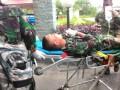 Seorang prajurit TNI dievakuasi setelah mengalami kecelakaan penembakan dalam latihan Pasukan Pemukul Reaksi Cepat (PPRC) di Natuna, Rabu (17/5). Informasi sementara, dua prajurit TNI meninggal dalam kecelakaan pada latihan tersebut. (antarakepri.com/foto: istimewa)