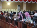 Sejumlah anggota DPRD Kepri mengikuti rapat paripurna penyampaian Rancangan Perda tentang Perubahan Perda Retribusi Daerah dan Perda Pajak Daerah. (foto: Humas DPRD Kepri)
