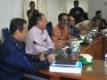 Diskudi membahas pajak dan retribusi daerah. (foto: Humas DPRD Kepri)