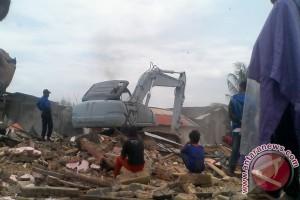 Tim Terpadu Gusur Ratusan Rumah Kampung Agas