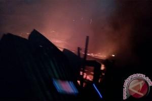 Sebuah Rumah di Tanjungpinang Hangus Terbakar
