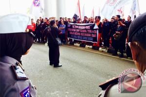 Gubernur Kepri Diminta SK-kan UMSK Batam 2017