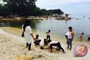 Libur Lebaran Pantai Trikora Dipadati Pengunjung