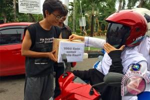 Mahasiswa Aksi Pungut Koin untuk Sekda Kepri