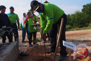 Bupati: Masyarakat Harus Menyatu dengan Alam