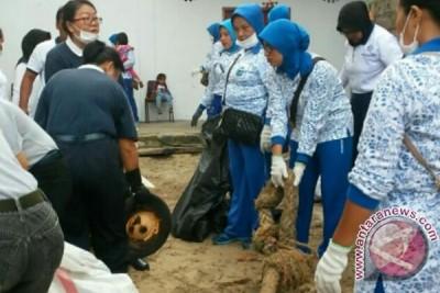 Lanal Karimun Bersihkan Laut dan Pantai