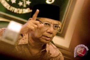 Hasyim Muzadi: Media harus ikut lawan narkoba