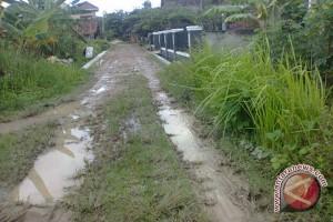 Jalan lingkungan di Kota Bandarlampung makin rusak