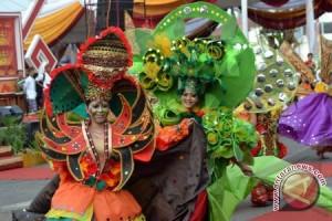 Parade Budaya dan Karnaval Puncaki Festival Krakatau