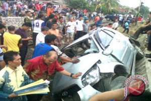 Minibus tubruk tarup pesta sunatan, tiga tewas