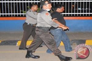 Sopir pembawa paket ganja ditangkap