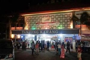 Calon Penumpang Padati Stasiun Tanjungkarang